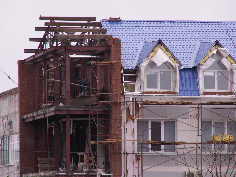 Сложнее всего согласовать реконструкцию к многоквартирному дому, так как возникает угроза безопасности людям.
