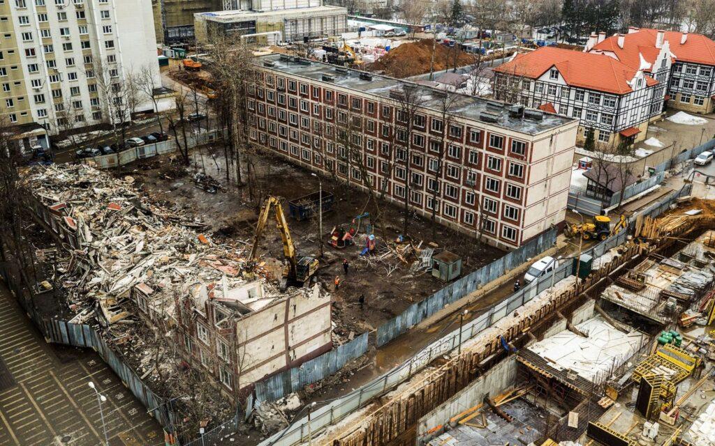 Снос здания может осуществляться только на основании проекта. В нем описываются все работы, требования к безопасности.