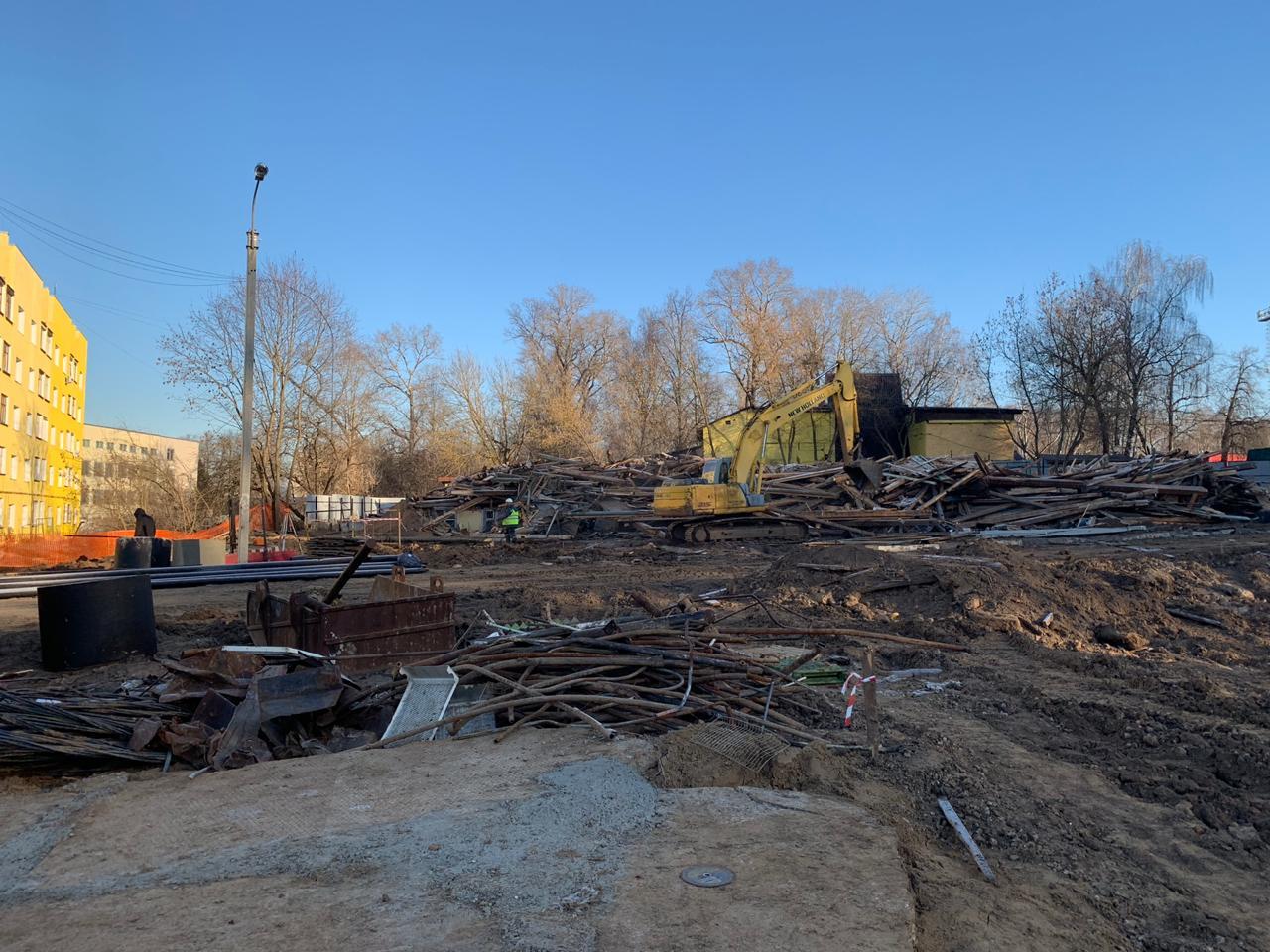 Для составления акта обследования инженер выезжает на участок. Здание должно быть фактически снесено.